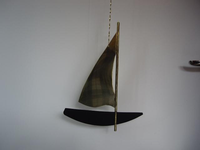 Segelbåt i mässing/ svartlackat järn 250x190mm